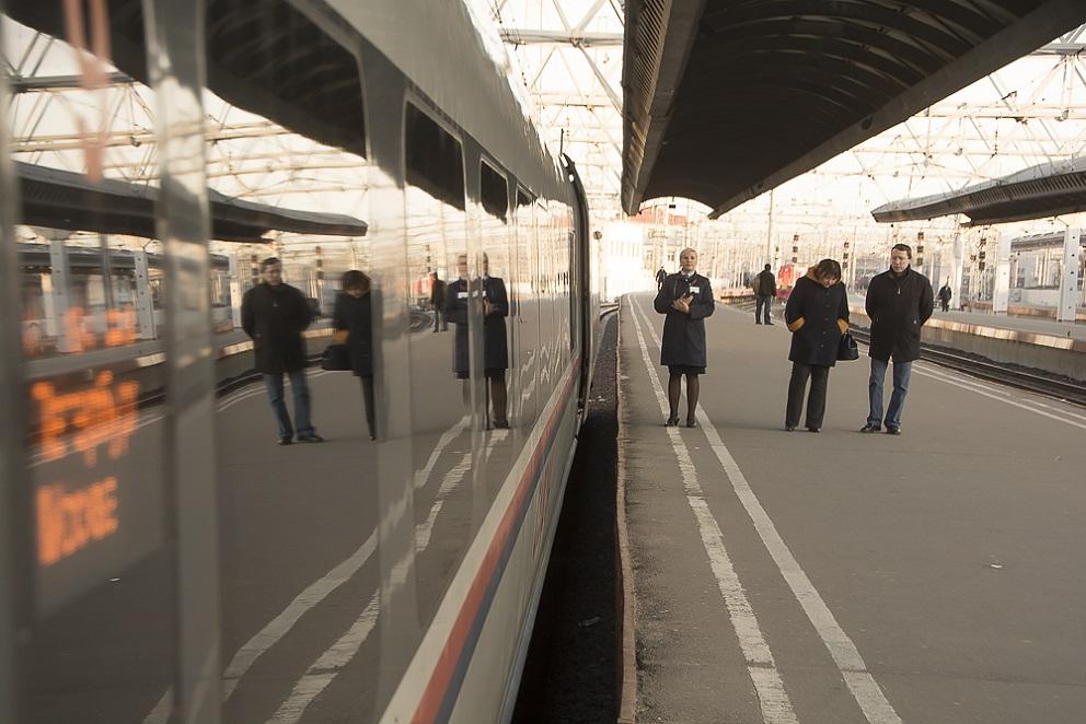 """Обзор поездки на скоростном поезде """"Сапсан"""""""