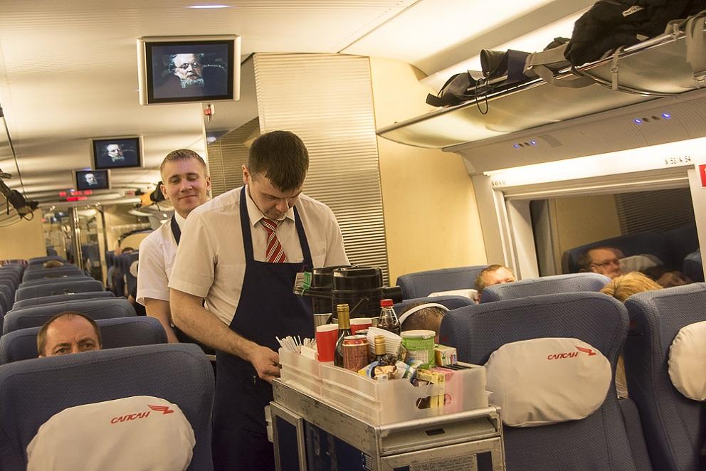 Обслуживание пассажиров эконом-класса в поезде Сапсан