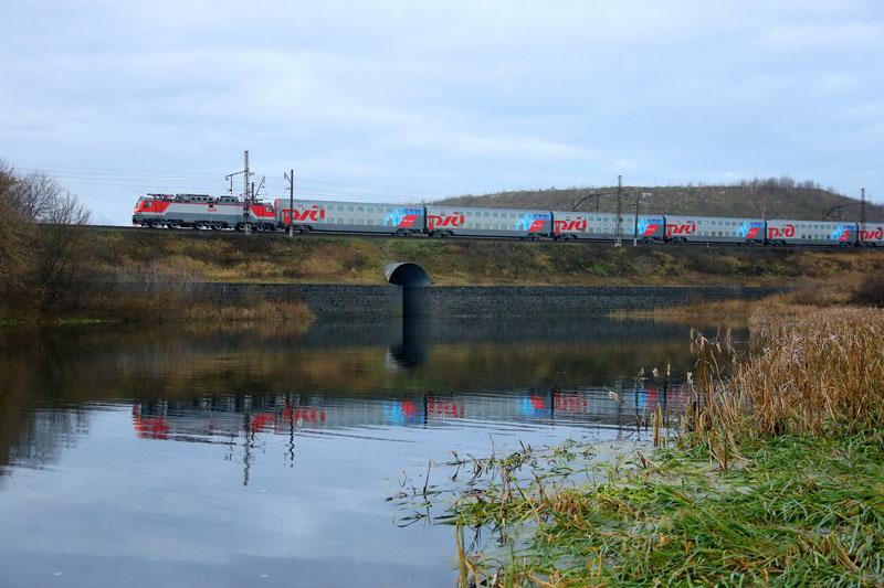 Фирменный поезд 104 Москва-Адлер на маршруте