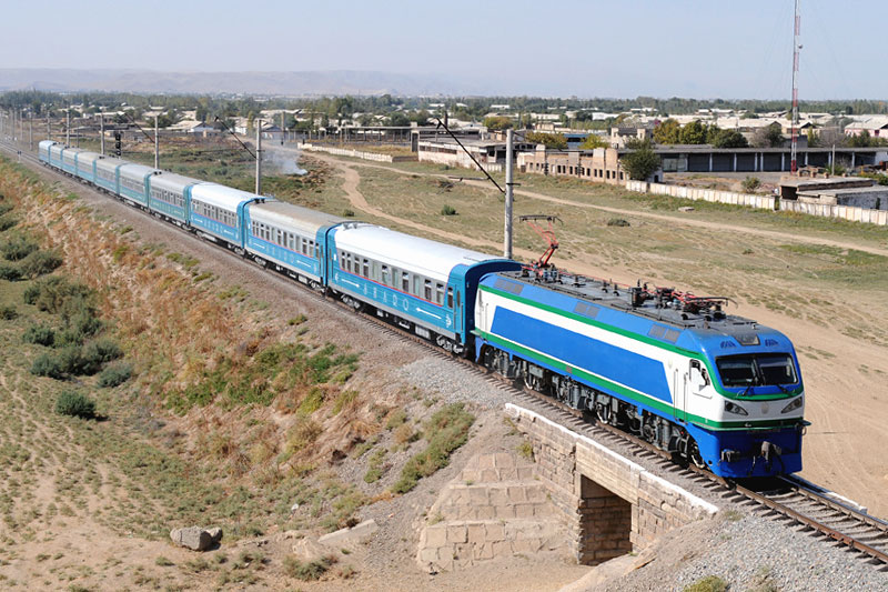 "Поезд ""Шарк"" Бухара-Ташкент"