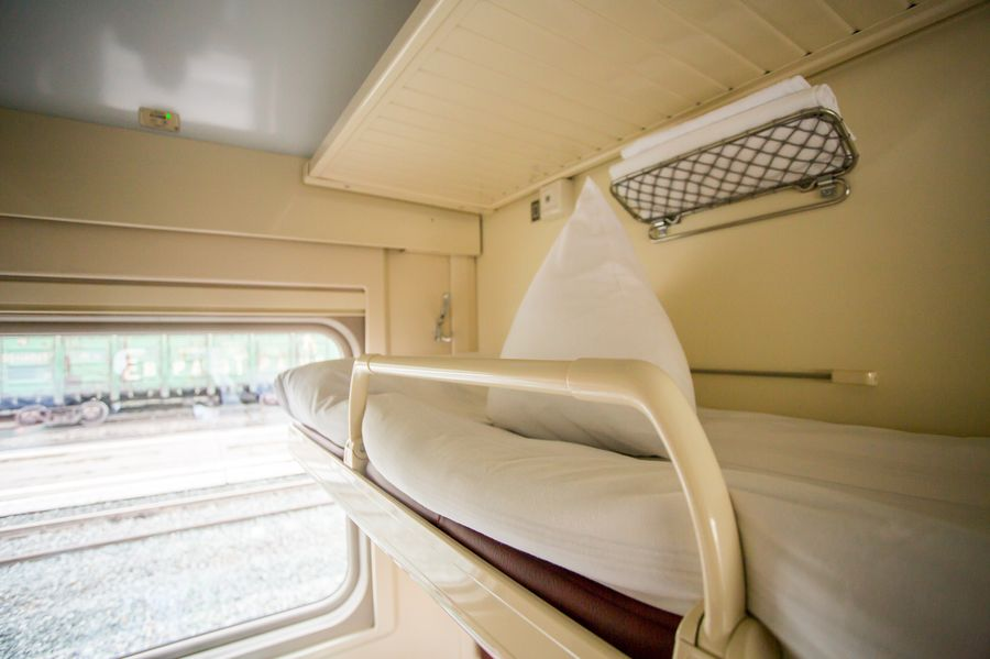 Полка в плацкартном вагоне поезда Томич