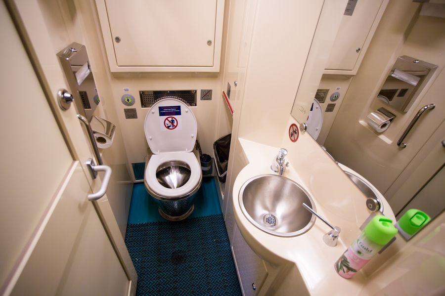 Туалет в плацкартном вагоне поезда Томич