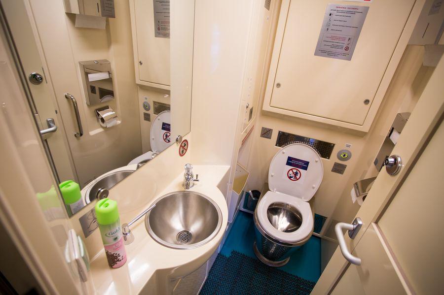Туалет в купейном вагоне поезда Томич