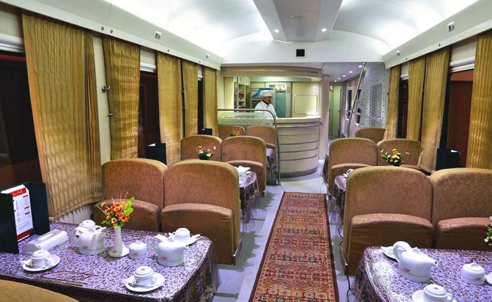 Вагон-ресторан поезда Noor