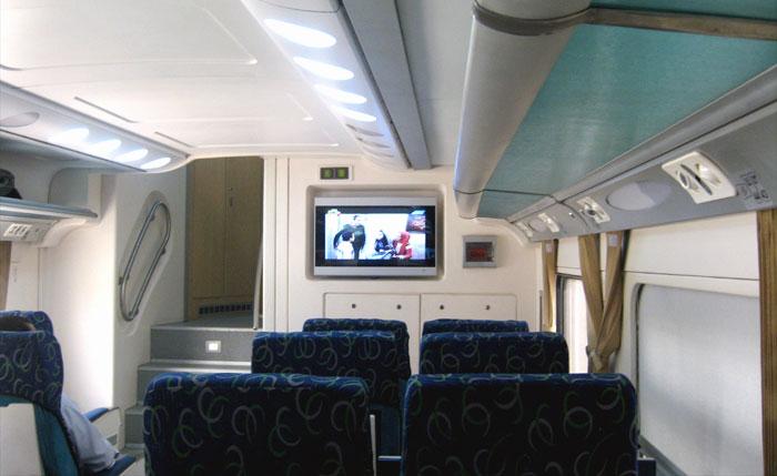 В вагоне двухэтажного поезда Saba