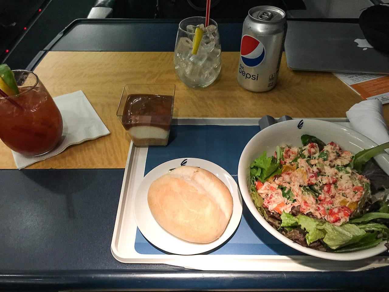 """Салат из лобстера в первом классе поезда """"Асела Экспресс"""""""