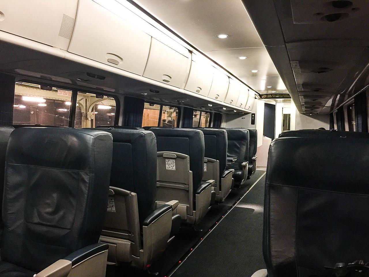 """В вагоне первого класса поезда """"Acela Express"""""""