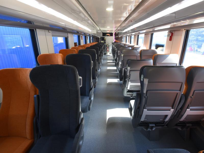 Фото вагона 2 класса в двухэтажном поезде РЖД
