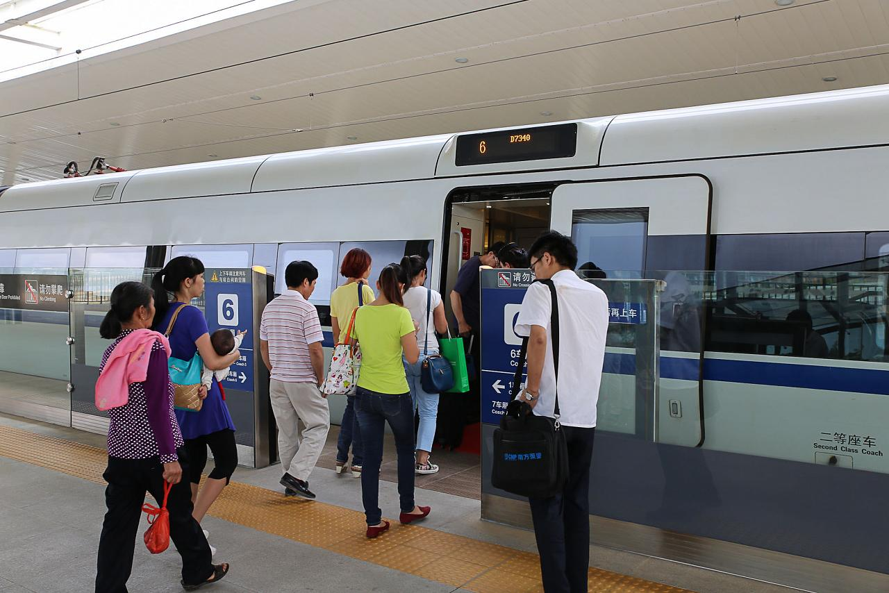 Посадка на скоростной поезд Санья-Хайкоу