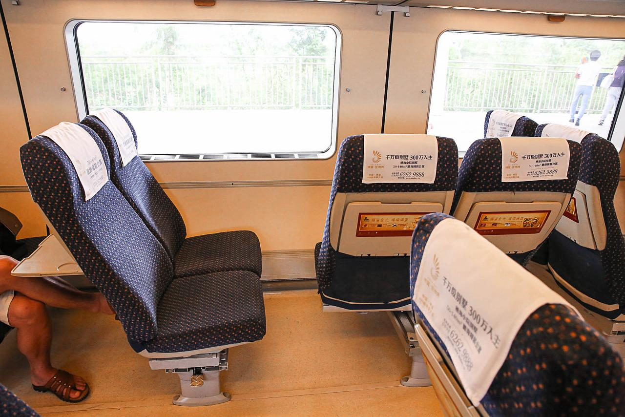 Пассажирские кресла в китайском скоростном поезде CRH1A