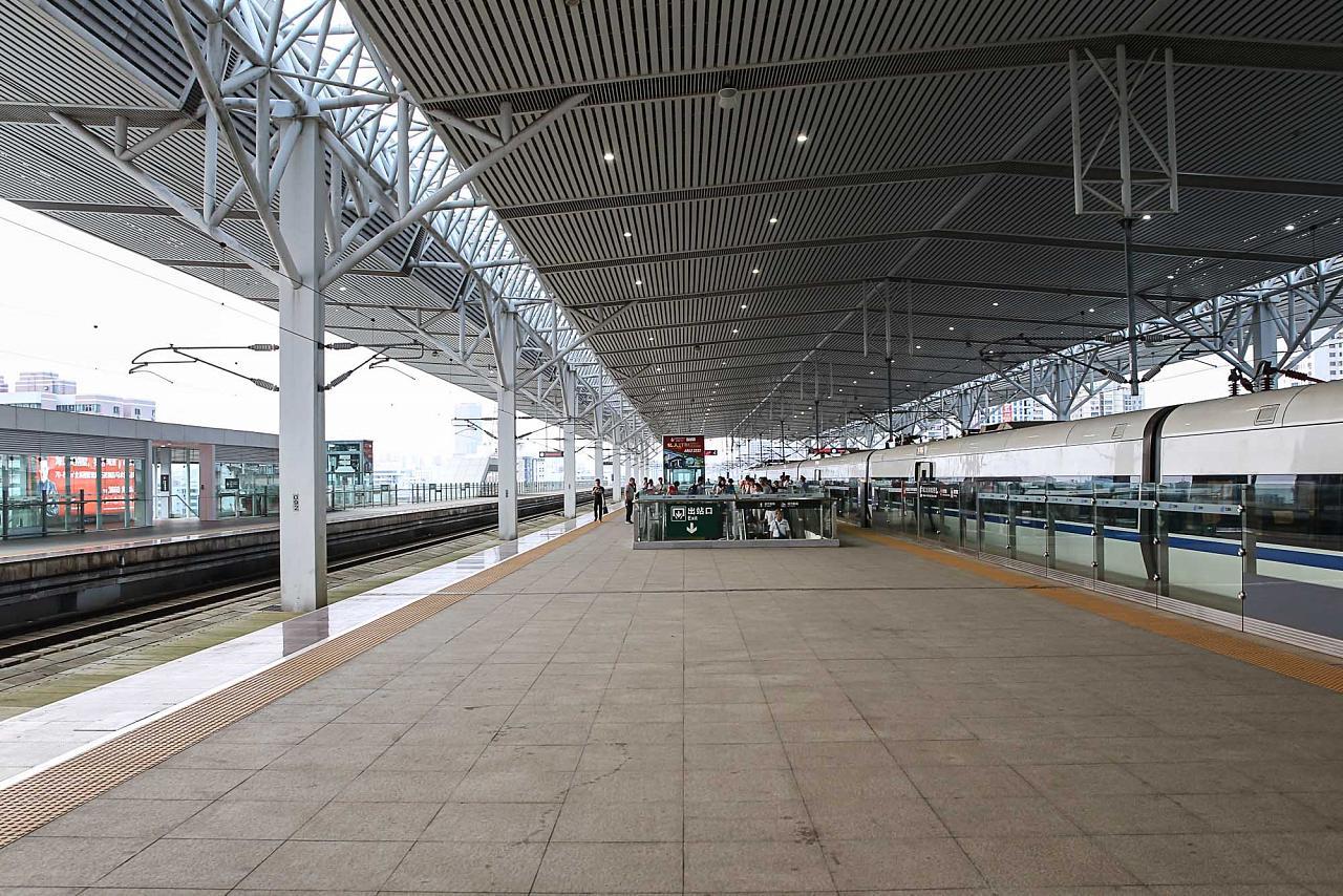 Платформа жд вокзала Хайкоу Восточный