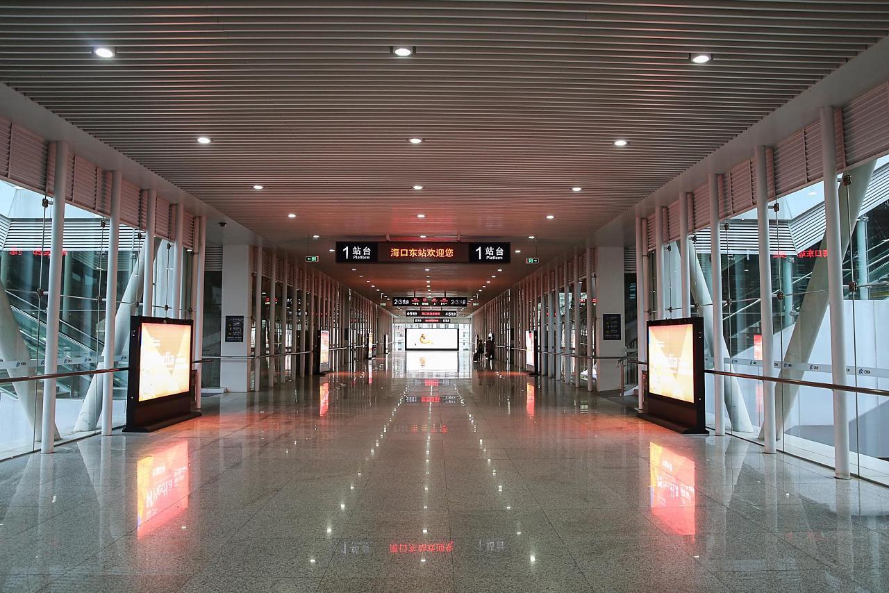 Переход на жд вокзале Хайкоу Восточный