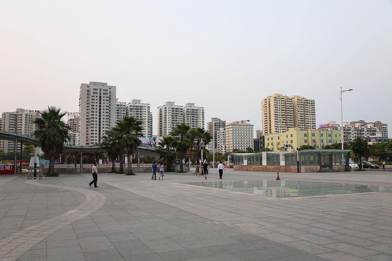 Привокзальная площадь жд станции Хайкоу-Ист