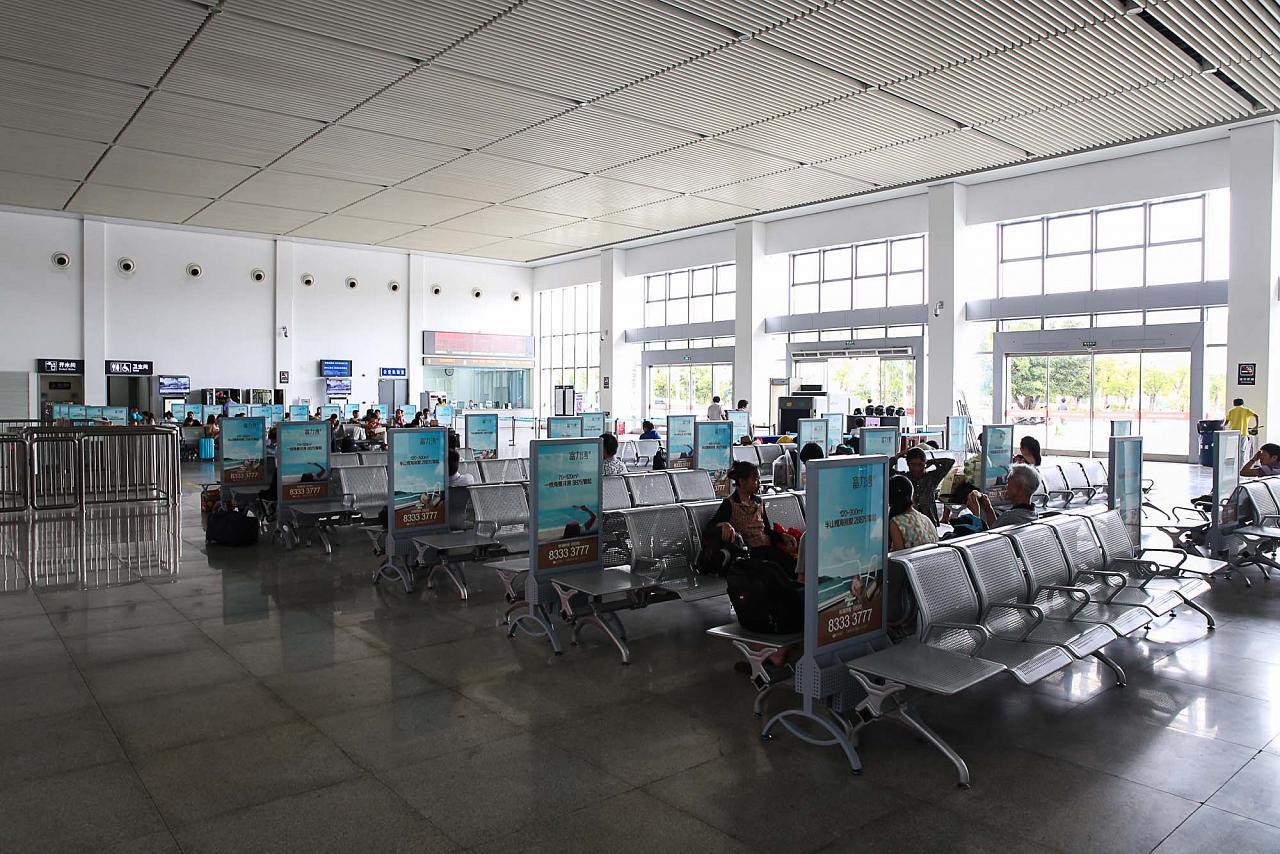 Зал ожидания на станции Ялонгван, Хайнань