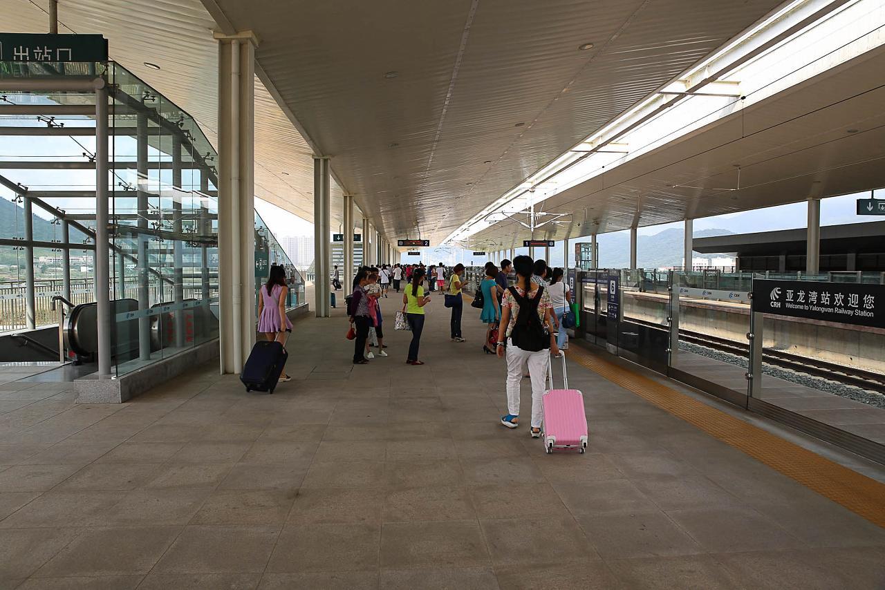 Платформа ЖД станции Ялонгван, Хайнань