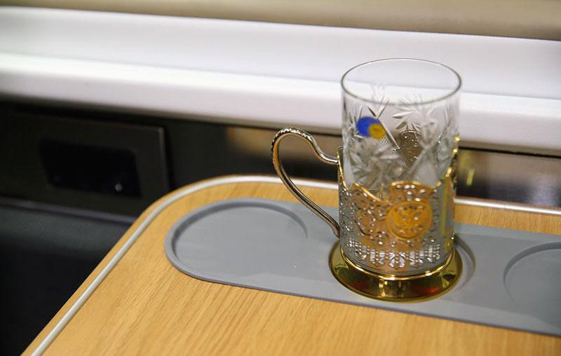 Подставки для стаканов в новом плацкартном вагоне РЖД