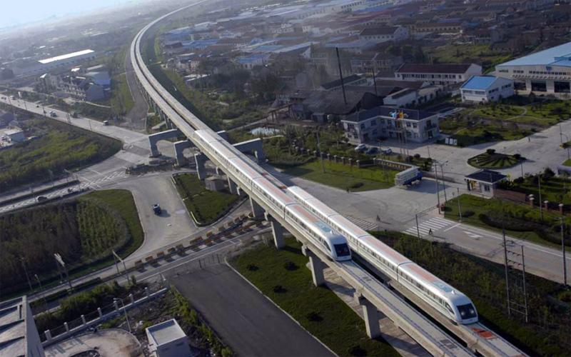 """Поезда """"Маглев"""" на маршруте между Шанхаем и аэропортом"""
