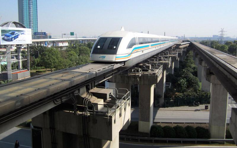 """Поезд """"Шанхайский Маглев"""" прибывает на станцию Лунъян"""
