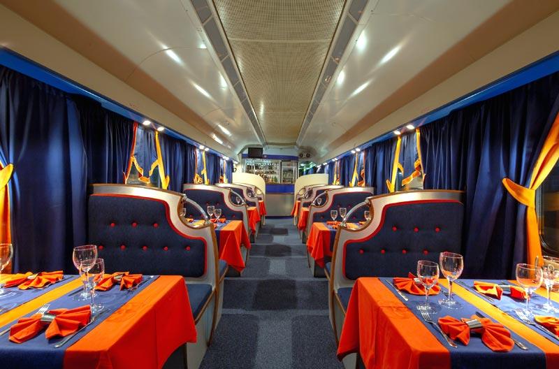 """Вагон-ресторан в поезде """"Мегаполис"""""""