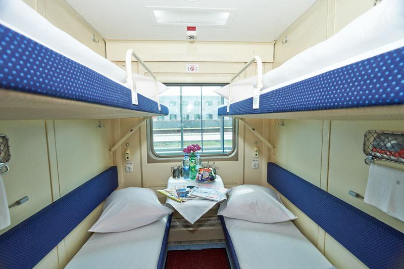 Фото купе в двухэтажном поезде 104 Москва-Адлер