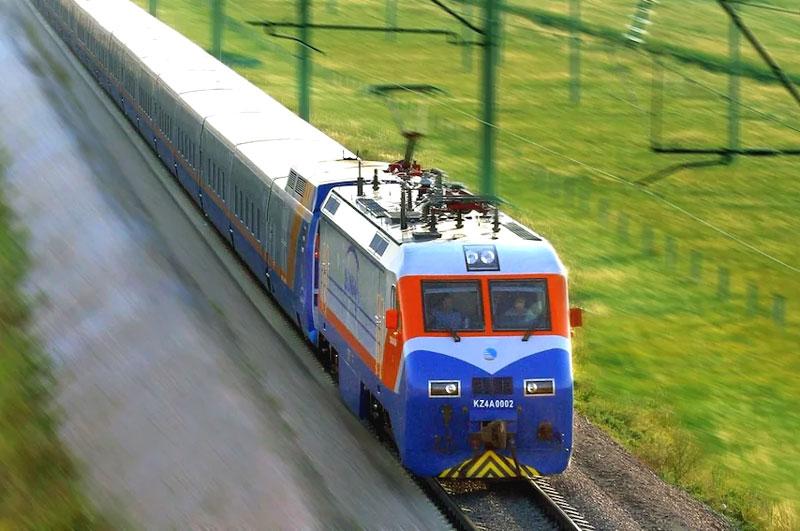 """Скоростной поезд """"Тулпар-Тальго"""" Казахстанских железных дорог"""