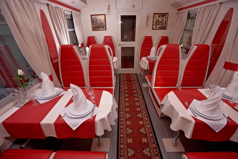 Фото вагона-ресторана в поезде Москва-Ницца