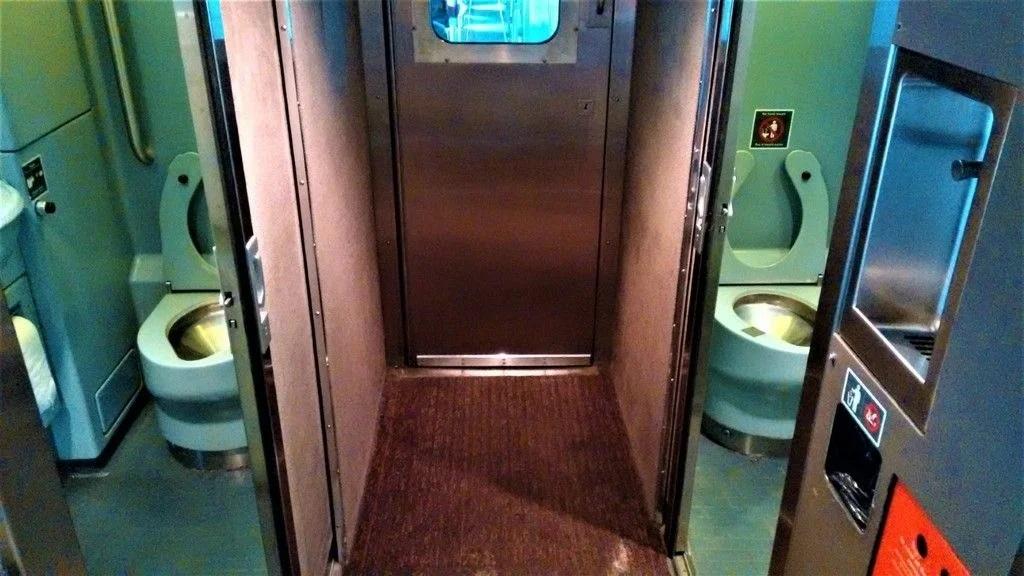 Туалет в канадском поезде