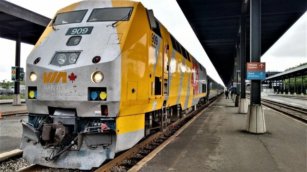 Локомотив поезда канадских железных дорог