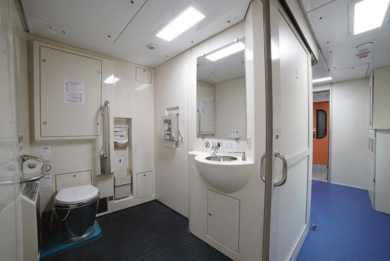 """Фото туалетной комнаты в двухэтажном поезде """"Таврия"""""""