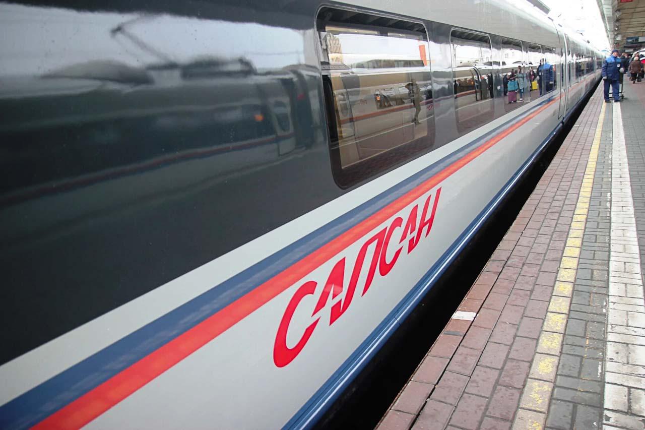 """Логотип поезда """"Сапсан"""" на вагоне"""