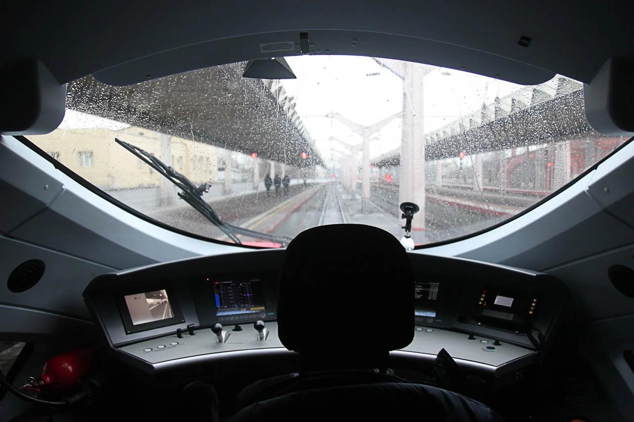 """Вид из кабины машиниста высокоскоростного поезда """"Сапсан"""""""