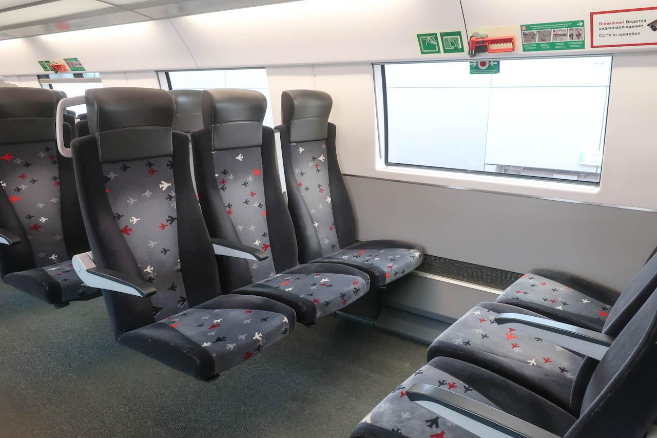 Пассажирские кресла на 2-м этаже поезда Аэроэкспресс