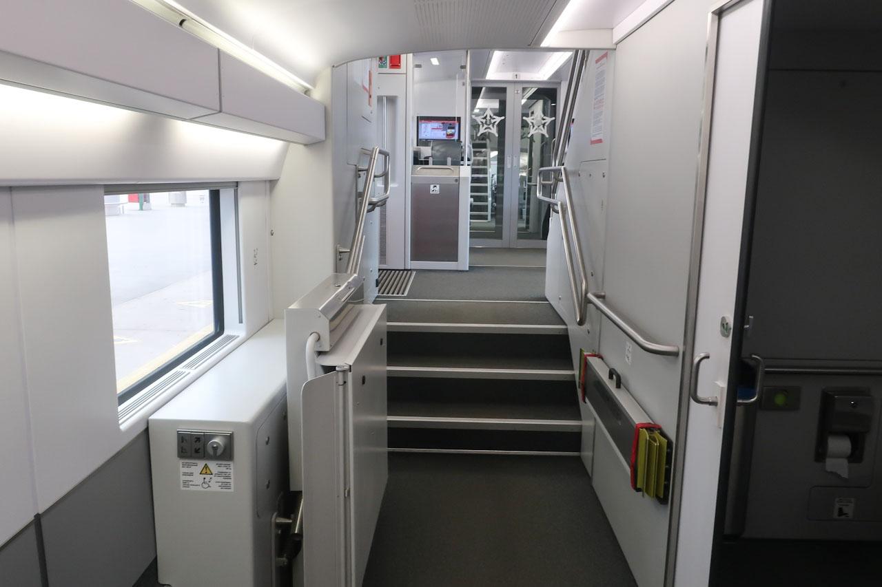 Пандус для инвалидных колясок в поезде Аэроэкспресс в Шереметьево