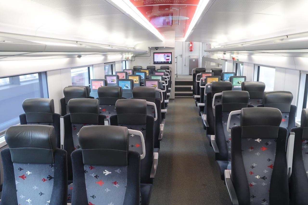 Интерьер первого этажа поезда Аэроэкспресс