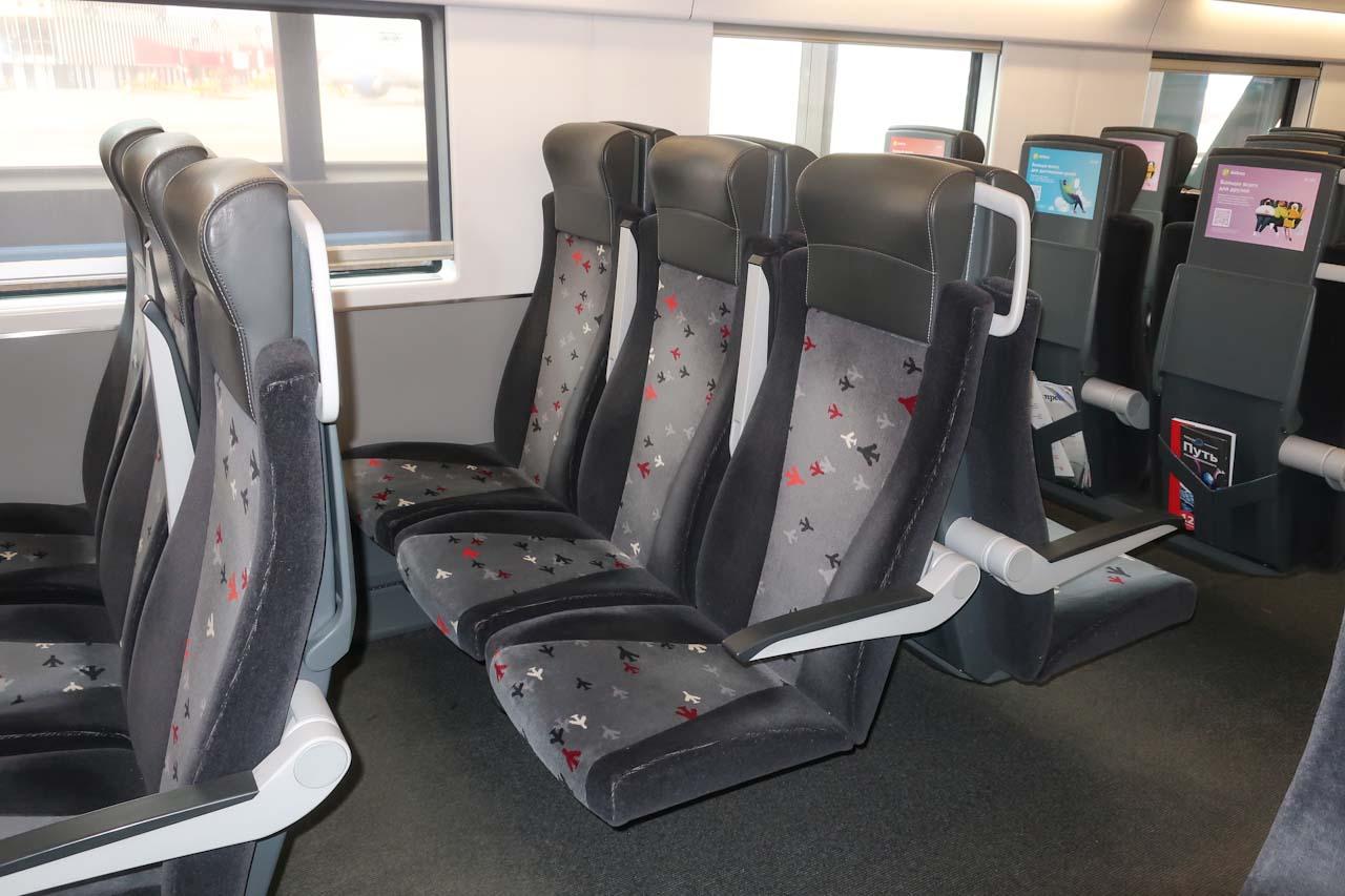 Пассажирские кресла в поезде Аэроэкспресс