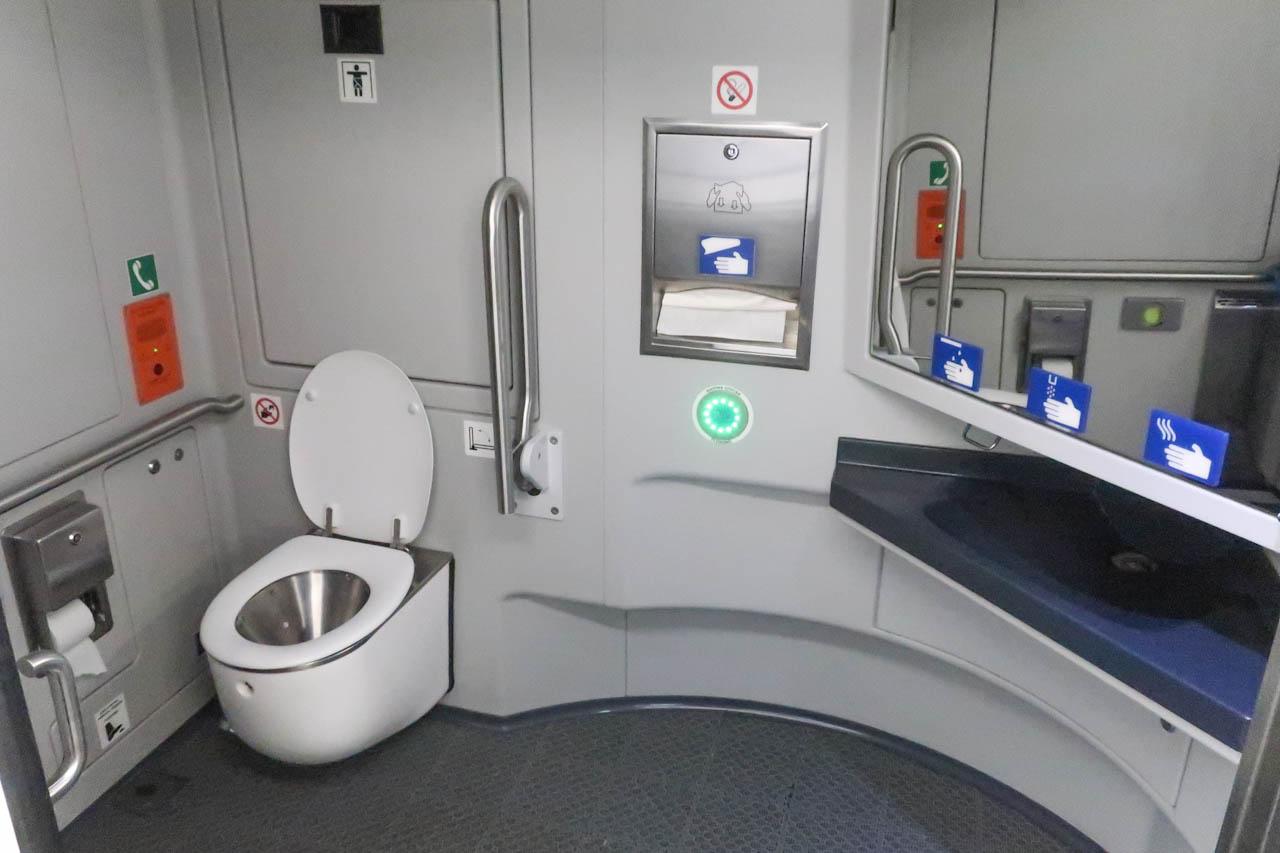 Туалет для инвалидов в поезде Аэроэкспресс в Шереметьево