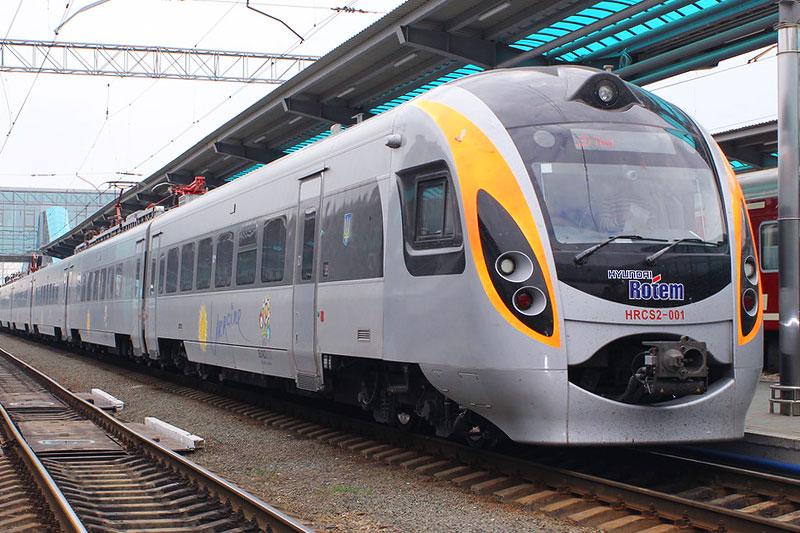 """Скоростной поезд """"Интерсити"""" железных дорог Украины"""