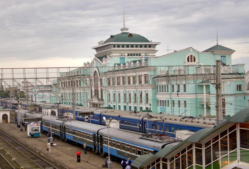 фотографии железнодорожного вокзала омска милявская демонстрирует